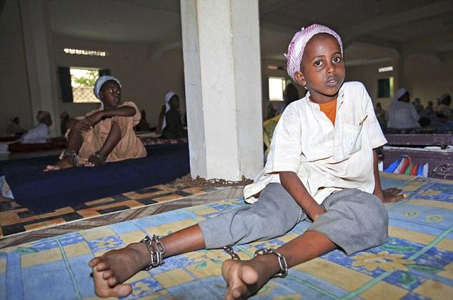 儿童/被绑架的儿童均在10岁以下,最小的仅有7岁。