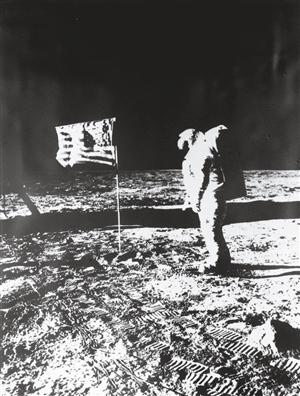 特朗1969年登上月球时的资料照片.-登月第一人 阿姆斯特朗逝世