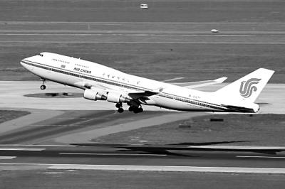 班机受威胁返航 昨日下午,中国国际航空公司一趟由北京飞往纽约的航班