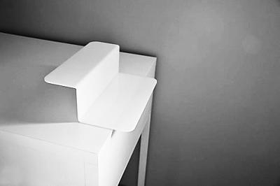 """滚动新闻 > 正文   """"cal""""是一个侧架设计,适用于直角90度面的桌子"""