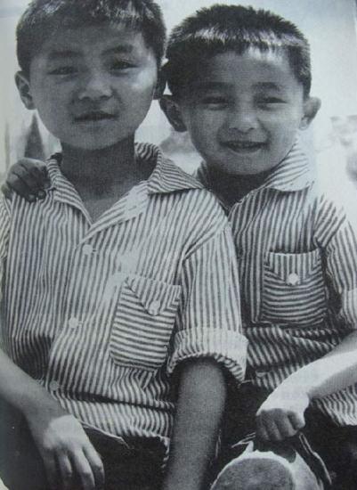 孟非幼年和哥哥