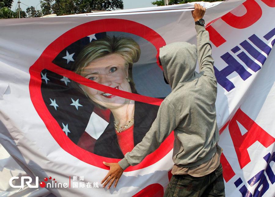 雅加达 印尼/2012年9月4日,印尼雅加达,部分穆斯林激进分子在主要的交通...