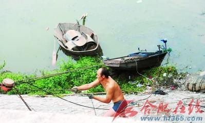 河中捞废铁压沉打捞船图片