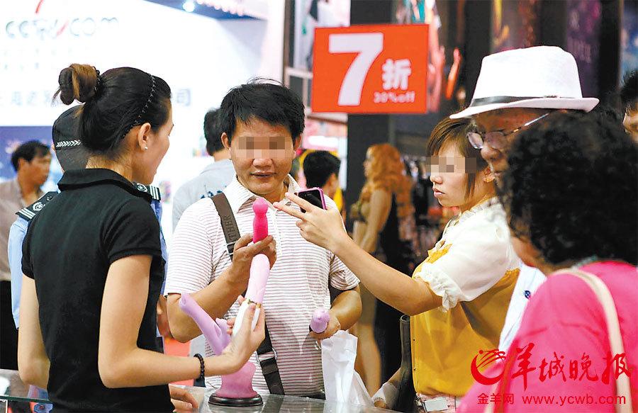 广州性文化节甩卖日大闭幕欧美携手狂购情趣内衣v欧美美女夫妻情趣内衣图片