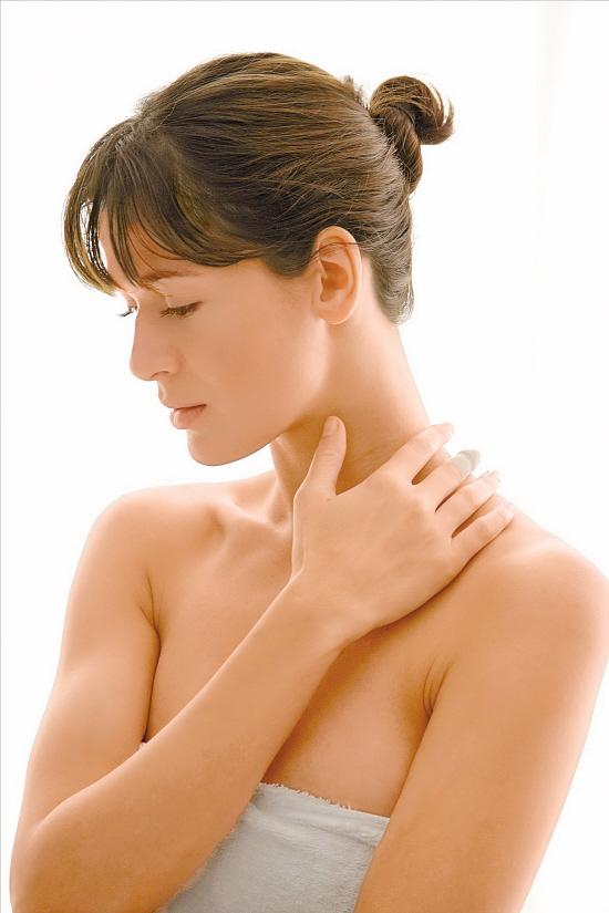 產後若出現心悸、乏力、怕熱、脖子變粗等癥狀,要查查甲狀腺