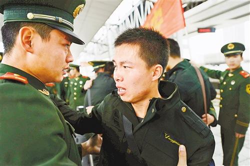 2000多名武警老兵 光荣退伍-手机凤凰网