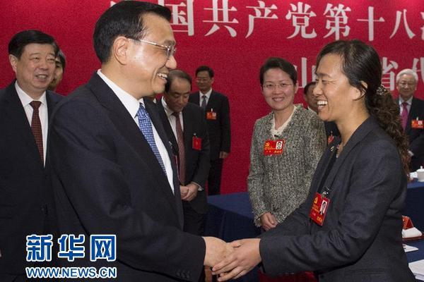 11月8日,李克强同志参加党的十八大山东代表团讨论。 新华社记者李学仁摄