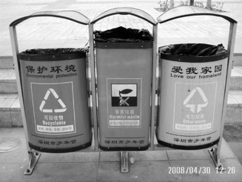 垃圾桶分类了,垃圾车却没分类