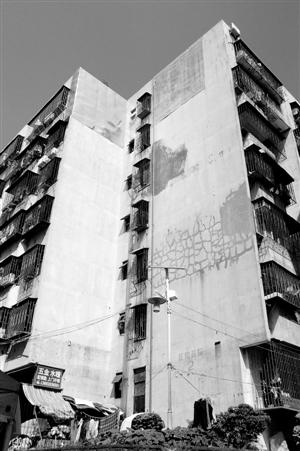 滚动新闻 > 正文   原标题:红岗片区居民盼享城市更新成果  外墙上的