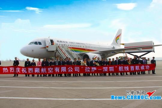 图:1月21日,深圳机场开通的首条高原航线深圳往返拉萨直飞航线首航成功。 民航资源网2013年1月21日消息:1月21日下午14:35,一架载有118名旅客的西藏航空客机缓缓停靠在深圳宝安国际机场,这标志着深圳往返拉萨间的首条直飞航线首航成功,这也是深圳机场正式开通的首条高原航线。 据深圳机场介绍,拉萨直飞深圳的TV9847航班每天上午09:30由拉萨贡嘎机场始发,经停成都后于14:35抵达深圳宝安机场;深圳至拉萨的TV9848航班于当天15:35从深圳宝安机场起飞,20:55抵达拉萨。 据了解,深圳