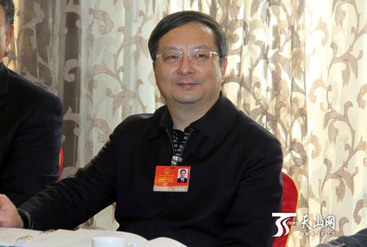 自治区政协委员继续分组讨论政府工作报告_资