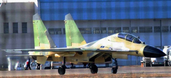 资料图:网上流传的国产歼-16照片。