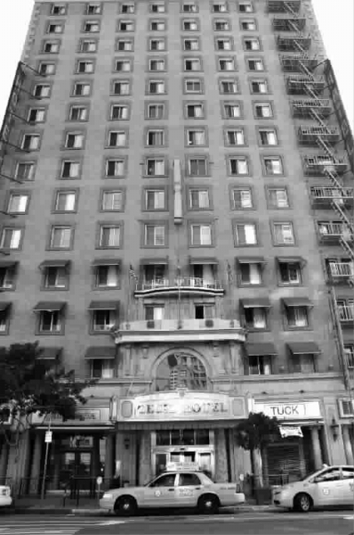 "■塞西尔酒店外观徐东海摄src=""http://y3.ifengimg.com/news_spider/dci_2013/02/0111f2c34dfa9582dc50c856ea2b207b.jpg"""