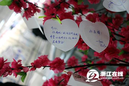地铁1号线万张许愿卡迎新年 春节期间恢复14小时运营