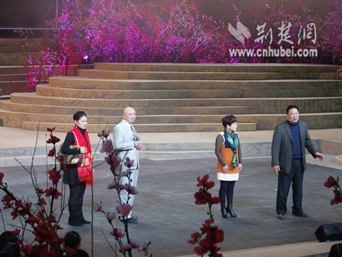 2013农民春晚小品《王发泡回家》