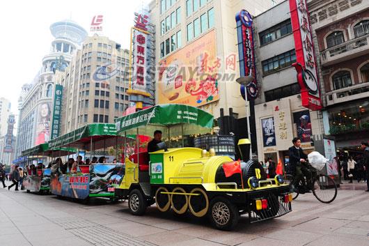 图片故事 南京路步行街上的铛铛车