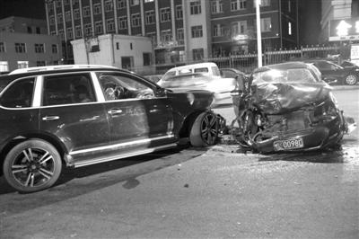 保时捷帕萨特相撞两人受伤高清图片