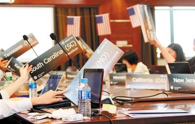 滚动新闻 > 正文    3月9日,一年一度的红岭中学模拟联合国大会在红岭