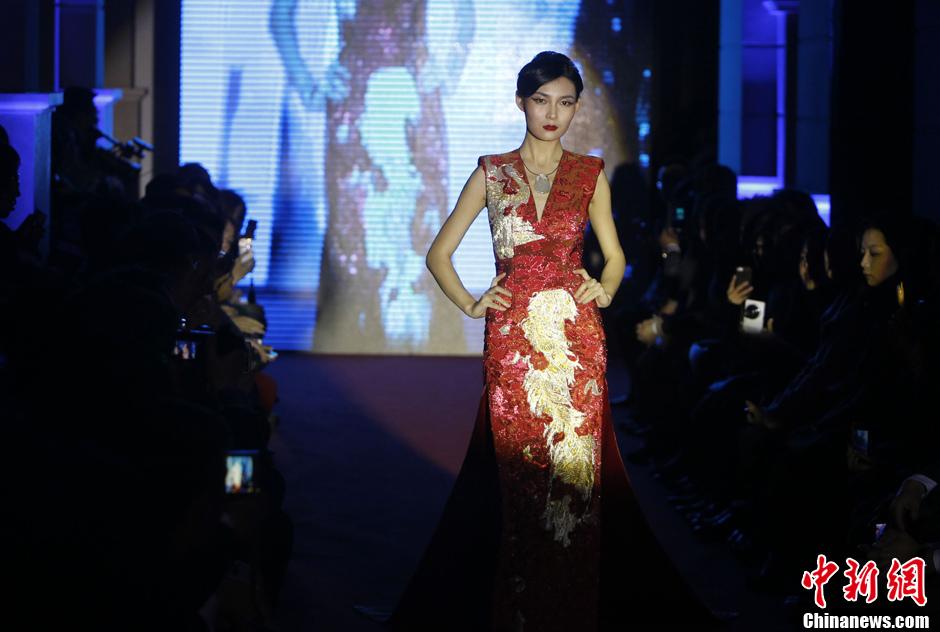 模特婀娜走秀展中国风