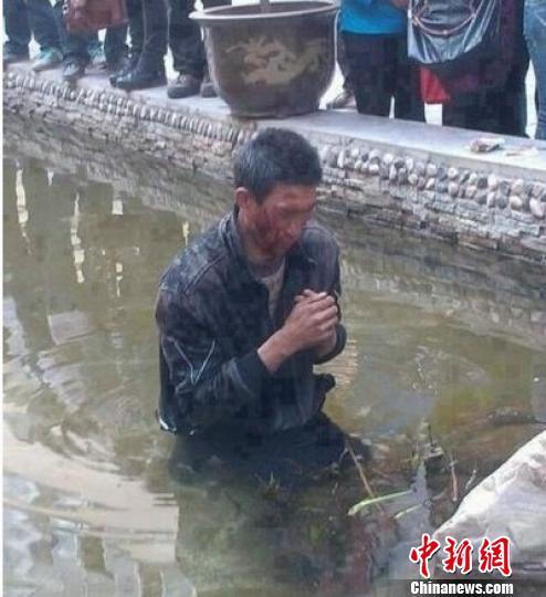 云南昭通称城管打盲人丢入水中属实 多人被停职 - 高山松 - gaoshansong.good 的博客
