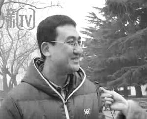 记者街头采访问:喝什么水? 出现神回复:我喝