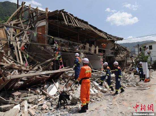 四川雅安地震死亡人数达124人 3000余人受伤图片 55560 550x409