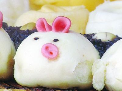 不仅扮成可爱的小猪
