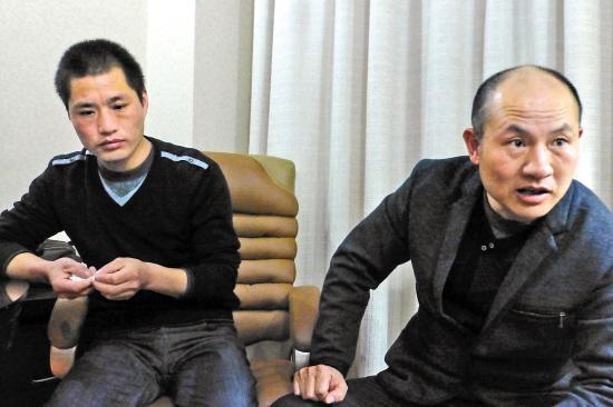 张辉、张高平(右)接受本报记者采访蒋铮摄