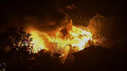当地时间4月17日,美国德克萨斯州一间化肥厂发生爆炸。