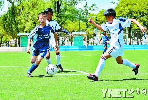 乡村小学生进京踢球