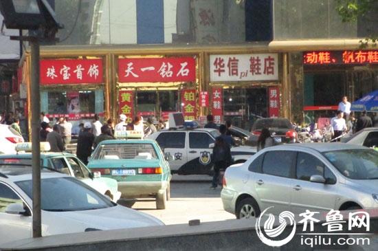 淄博周村一金店今遭持枪抢劫