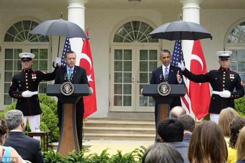 奥巴马和埃尔多安在白宫玫瑰花园召开记者会。