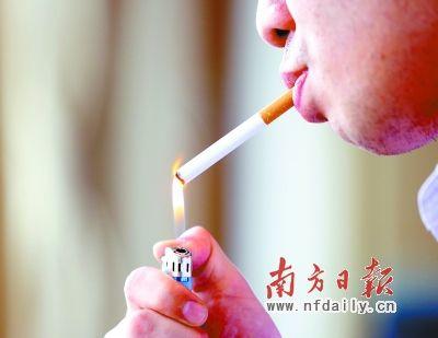 在烟草包装上印上骷髅骨头头像或者发黑的肺部图片