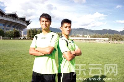 丽江本土队员高福荣(右)和程旭(左)。