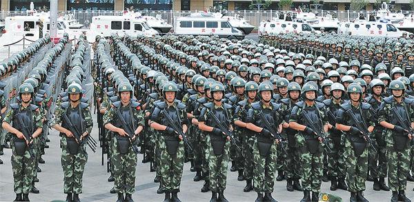 月29日,驻疆武警部队反恐维稳誓师大会在乌鲁木齐举行.(新疆日图片