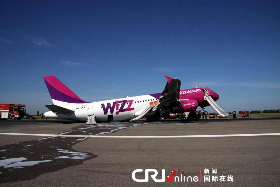 公司的空客a320飞机在罗马菲乌米奇诺机场紧急迫降