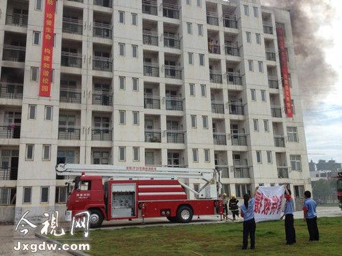 """江西科技师范大学红角洲校区某学生宿舍发生""""火灾"""",浓烟四处扩散"""