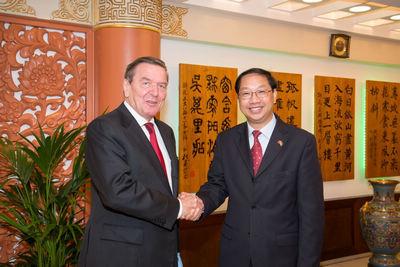 中国驻德国大使史明德向总理默克尔等