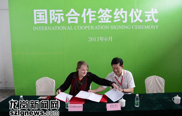 深圳市副市长唐杰与荷兰埃因霍温市副市长。