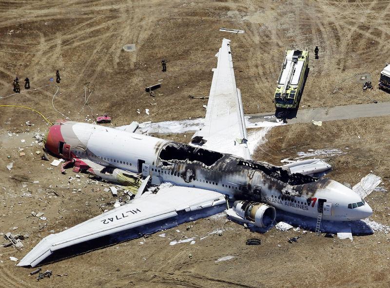 亚航空公司一架波音777-200型客机在美国旧金山国际机场降落过程