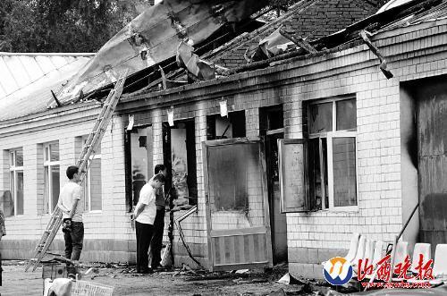 這是7月26日拍攝的發生火災的敬老院房屋。