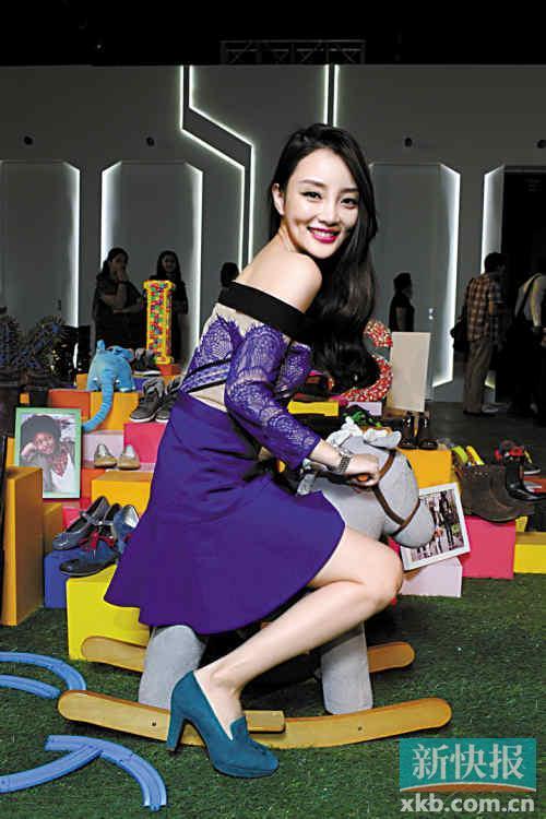 """近日在instagram 上爆红的齐刘海女孩,被网友誉为""""表情女帝大人"""",看图片"""