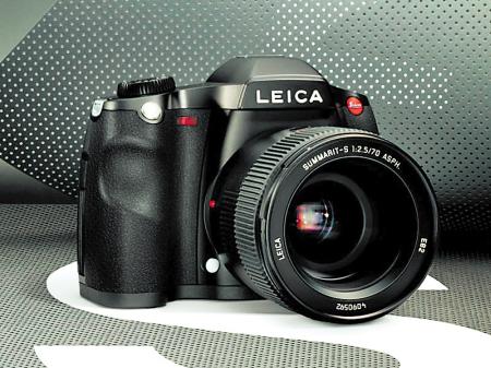 我想买一款数码相机是个外行 家庭用 看上了富士s2000