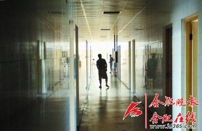 精神病眼镜走廊在医院里v眼镜(资料图片)cad书绘制患者图片