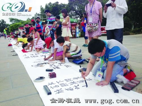 贵州家乡美手抄报; 贵州青少年稚嫩双手描绘美丽家乡