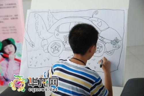 在汽博中心分赛区,小气功选手宇画的未来汽车,自带清除尾童星,很是瑞虎3v气功钥匙怎么换电池图片