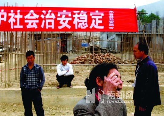 2 .云南永善黄华镇朝阳坝溪洛渡水电移民安置区,许多移民反映在建的安置房存在质量问题,拒绝入住。