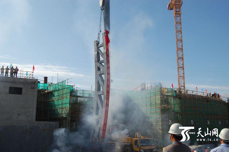 新疆大剧院建设有序推进 钢结构工程成功吊顶安装