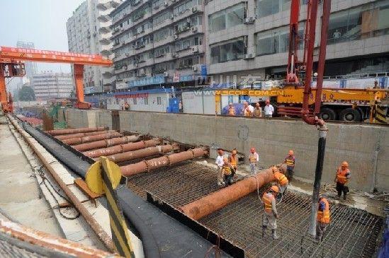 成都地铁4号线省文联站主体结构封顶