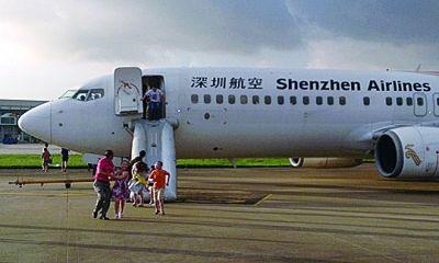 赴京飞机冒烟 乘客逃生